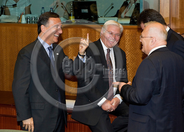 Brussels-Belgium - June 19, 2009 -- European Council, EU-summit under Czech Presidency; here, Franco FRATTINI (le), Minister for Foreign Affairs of Italy, with Frank-Walter STEINMEIER (ce), Minister for Foreign Affairs of Germany, and Péter BALÁZS (ri)(Peter Balazs), Minister for Foreign Affairs of Hungary -- Photo: Horst Wagner / eup-images