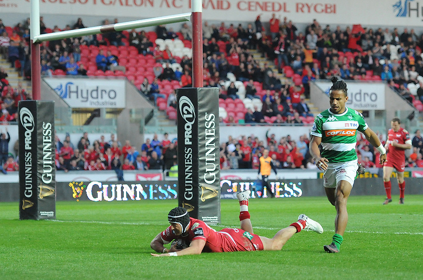TRY - Scarlets' DTH Van Der Merwe scores his sides third try<br /> <br /> Photographer Ashley Crowden/CameraSport<br /> <br /> Guinness PRO12 Round 19 - Scarlets v Benetton Treviso - Saturday 8th April 2017 - Parc y Scarlets - Llanelli, Wales<br /> <br /> World Copyright &copy; 2017 CameraSport. All rights reserved. 43 Linden Ave. Countesthorpe. Leicester. England. LE8 5PG - Tel: +44 (0) 116 277 4147 - admin@camerasport.com - www.camerasport.com