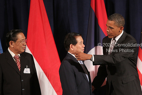 United States President Barack Obama (R) attends a working luncheon with ASEAN leaders President of Laos Choummaly Sayasone (L) and President of Vietnam Nguyen Minh Triet (C) Friday, September 24, 2010 in New York City. Obama has been in New York since Wednesday attending the annual General Assembly at the United Nations, where yesterday he stressed the need for a resolution between Israel and Palestine, and a renewed international effort to keep Iran from attaining nuclear weapons. .Credit: Spencer Platt - Pool via CNP