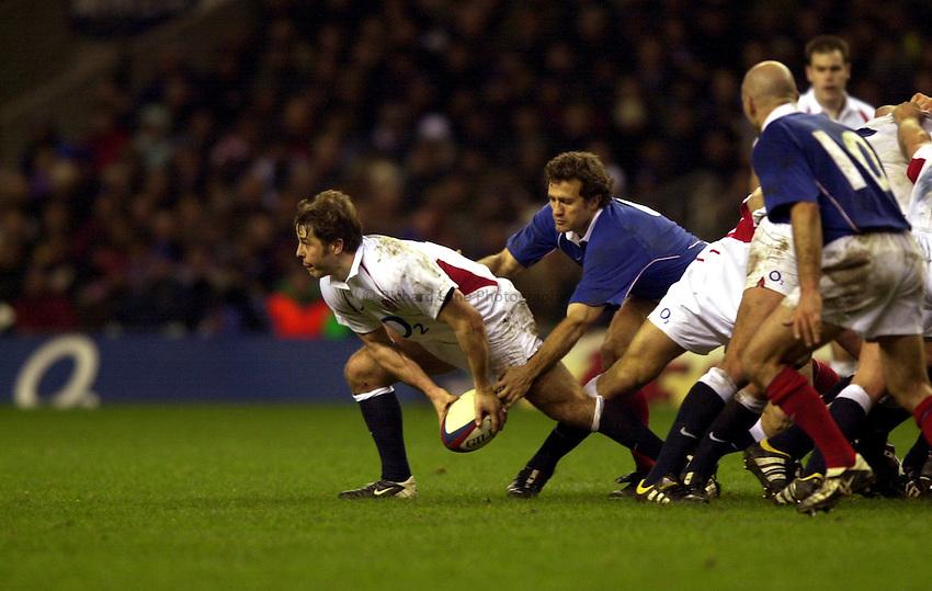 Photo. Richard Lane. .England v France at Twickenham. RBS Six Nations Championship. 15/02/2003.Andy Gomarsall gets the ball away.