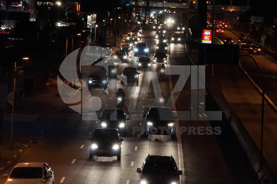 SÃO PAULO-SP-05,09,2014-TRÂNSITO AVENIDA REBOUÇAS - O Motorista  não enfrenta lentidão na Avenida Rebouças sentido Bairro.Região oeste da cidade de São Paulo, na noite dessa Sexta-Feira,05(Foto:Kevin David/Brazil Photo Press)