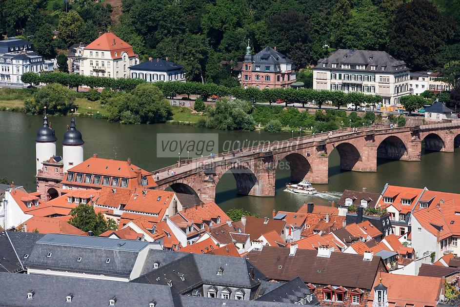 Europe/Allemagne/Bade-Würrtemberg/Heidelberg: vue sur la ville et la vallée du Neckar depuis le Rondell du Château et pont Karl-Théodore Brücke