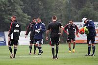 O tecnico do Ajax Frank de Boer (c) treino do Ajax no CT da Barra Funda,na zona oeste de Sao Paulo, na manha desta terça-feira 10.FOTO ALE VIANNA - NEWS FREE.