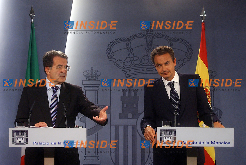 Madrid, SPAIN: Italian Prime Minister Romano Prodi speaks (L) by his spanish counterpart Jose Luis Rodriguez Zapatero (R) during a joint press conference after their meeting at the Moncloa Palace in Madrid, 16 October 2006. (Photo by Oscar del Pozo/INSIDE).                                  Incontro tra il Primo Ministro Spagnolo Jose Luis Rodriguez Zapatero e il Presidente del Consiglio Romano Prodi