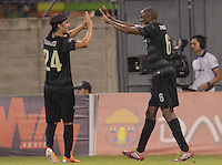 ENVIGADO -COLOMBIA-19-02-2014. Juan David Valencia (der) y Sebastian Perez (Izq)de Atlético Nacional celebran un gol en contra de Envigado FC durante partido por la fecha 6 de la Liga Postobón I 2014 realizado en el Polideportivo Sur de la ciudad de Envigado./ Juan David Valencia (R) and Sebastian Perez (L) players of Atletico Nacional celebrate a goal against Envigado FC during match for the 6th date of the Postobon League I 2014 at Polideportivo Sur in Envigado city.  Photo: VizzorImage/Luis Ríos/STR