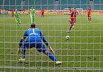 27.06.2020, Fussball: nph00001 1. Bundesliga 2019/2020, 34. Spieltag, VfL Wolfsburg - FC Bayern Muenchen, in der Volkswagen-Arena Wolfsburg. Tor zum 0:3 per Foulelfmeter, TorschŸtze Robert Lewandowski (re., Bayern MŸnchen) gegen Torwart Koen Casteels (VfL Wolfsburg)<br /><br />Foto: Bernd Feil/M.i.S./ /Pool/nordphoto<br /><br />Nur fŸr journalistische Zwecke! Only for editorial use! <br /><br />GemŠ§ den Vorgaben der DFL Deutsche Fussball: nph00001 Liga ist es untersagt, in dem Stadion und/oder vom Spiel angefertigte Fotoaufnahmen in Form von Sequenzbildern und/oder videoŠhnlichen Fotostrecken zu verwerten bzw. verwerten zu lassen. DFL regulations prohibit any use of photographs as image sequences and/or quasi-video.    <br /><br />National and international NewsAgencies OUT.