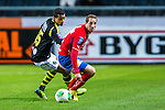 Solna 2013-09-30 Fotboll Allsvenskan AIK - &Ouml;sters IF :  <br /> &Ouml;ster 9 Kenny Pavey i kamp om bollen med AIK 15 Robin Quaison <br /> (Foto: Kenta J&ouml;nsson) Nyckelord:
