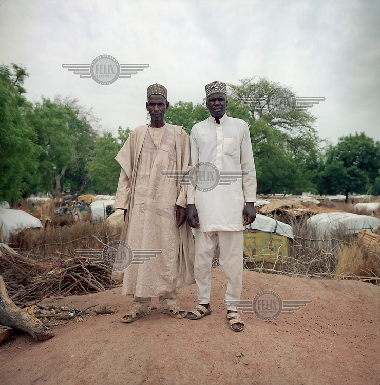 Abuba the village head of a community of 2,500 inhabitants on the outskirts of Yola. Idrisa was the chief of a community of about 5,000 residents in Gwoza. In April 2014 as Boko Haram came closer Idrisa and the village council sought to find a safer place for the villagers. He travelled 350 kilometres to the village where Abuba was head as he had heard that his people would perhaps be welcome. After consultation with its community, Abuba offered a piece of land to Idrisa for his people. However on 3 June 2014 Boko Haram occupied Idrisa's village and held it for two weeks before the Nigerian army liberated them. More than 3,500 people were killed or captured. Ultimately only 1,500 people were able to flee to Abuba's village. <br /> <br /> Abuba: 'It was not a difficult decision to make. If my people shall ever have to flee I also hope to find a safe refuge. Of course, in the beginning it was exciting: how would the two communities live together peacefully. Who do we let into our community? Idrisa's community lives on the outskirts of the village. He leads his community and I mine. I can not imagine that they would be gone. Idrisa and I decide a lot together and talk to each other daily. I want to meet every new resident of his community. Our guests may use our drinking water and agricultural land. My people have helped with the building of the new community. Residents donated rope, wood, poles and household goods to our guests to build huts. We shared our food because many were weakened. Meanwhile, the first marriage already taken place between the two communities.'