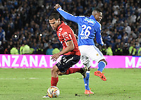 BOGOTA - COLOMBIA -20 -11-2016: Dairon Asprilla (Der) jugador de Millonarios disputa el balón con Juan Camilo Saiz (Izq) jugador de Independiente Medellín durante partido por la fecha 20 de la Liga Aguila II 2016 jugado en el estadio Nemesio Camacho El Campin de la ciudad de Bogota./ Dairon Asprilla (R) player of Millonarios fights for the ball with Juan Camilo Saiz (L) player of Independiente Medellin during match for the date 20 of the Liga Aguila II 2016 played at the Nemesio Camacho El Campin Stadium in Bogota city. Photo: VizzorImage / Gabriel Aponte / Staff.