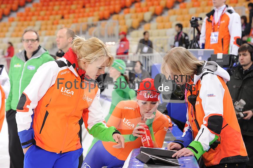 SPEEDSKATING: SOCHI: Adler Arena, 19-03-2013, Training, Marianne Timmer (trainer/coach Team LIGA), Thijsje Oenema (NED), © Martin de Jong