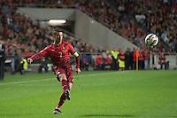 LISBOA, PORTUGAL, 29 DE MARÇO 2015 - QUAL. UEFA EURO 2016 - PORTUGAL X SÉRVIA -  Jogador Cristiano Ronaldo (e) durante jogo de qualificação para o Europeu de futebol entre Portugal X Sérvia, no Estádio da Luz, em Lisboa, Portugal. (Foto: Bruno de Carvalho - Brazil Photo Press)