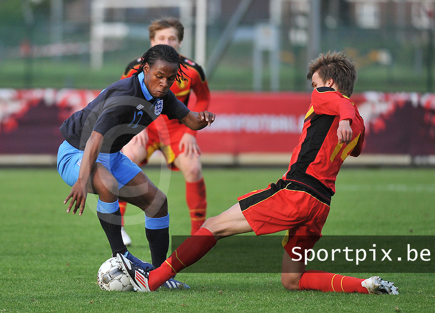 Belgium U19 - England U19 : Shaquile Coulthirst (12) avoiding the tackle from Cedric Buekers (right).foto DAVID CATRY / Nikonpro.be