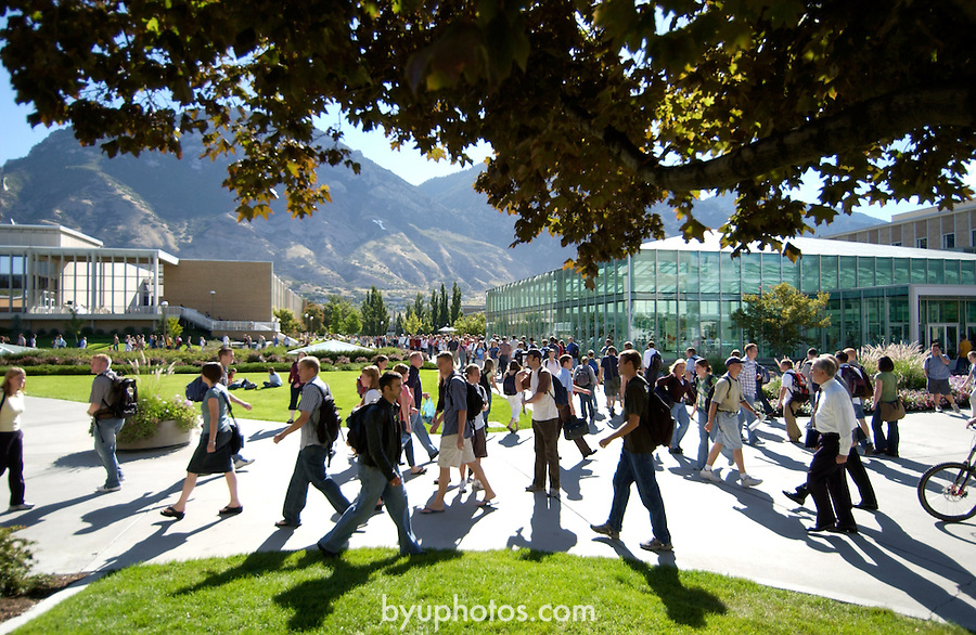 0408-38 GCS 1st Day of School..Joseph F. Smith Building, Students Walking on First Day of Class..8/30/04..Photo by Jaren Wilkey/BYU..Copyright BYU 2004.photo@byu.edu  801-422-7322