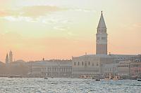Le Palais des Doges et le Campanile..(Venise, Octobre 2006)