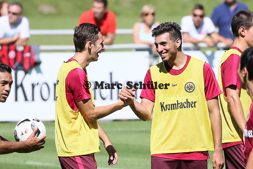 Furkan Zorba (Eintracht Frankfurt) mit Branimir Hrgota (Eintracht Frankfurt) - Eintracht Frankfurt Training, Commerzbank Arena