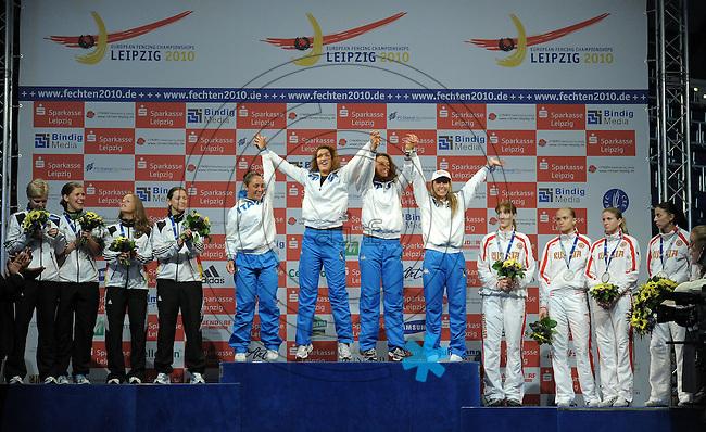 European Championships Fencing 2010 / Fecht Europameisterschaft 2010 in Leipzig - Competition Championat d'europe - im Bild: medal ceremony - womens foil team competition - 3rd place - Russia , 2nd place Germany, Winner - Italy  . Foto: Norman Rembarz..Norman Rembarz , Autorennummer 41043728 , Augustenstr. 2, 04317 Leipzig, Tel.: 01794887569, Hypovereinsbank: BLZ: 86020086, KN: 357889472, St.Nr.: 231/261/06432 - Jegliche kommerzielle Nutzung ist honorar- und mehrwertsteuerpflichtig! Persönlichkeitsrechte sind zu wahren. Es wird keine Haftung übernommen bei Verletzung von Rechten Dritter. Autoren-Nennung gem. §13 UrhGes. wird verlangt. Weitergabe an Dritte nur nach  vorheriger Absprache..