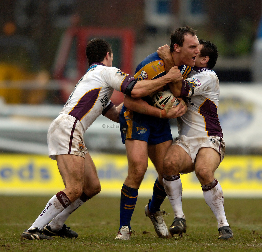 Photo: Jed Wee..Leeds Rhinos v Huddersfield Giants. Engage Super League. 12/02/2006..Leeds' Gareth Ellis (C) can't break through.