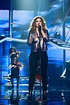Miriam canta Lejos de tu Piel  durante la Gala Eurovision de Operacion Triunfo