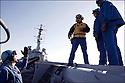 """Décembre 2008/ Mer Rouge/ Briefing du """"chien jaune"""" sur le pont d'envol."""