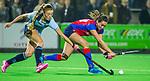 BILTHOVEN - Hockey - Ginella Zerbo (SCHC) met links  Joelle Ketting (Laren)    tijdens de competitie hoofdklasse hockeywedstrijd  SCHC-LAREN . COPYRIGHT KOEN SUYK