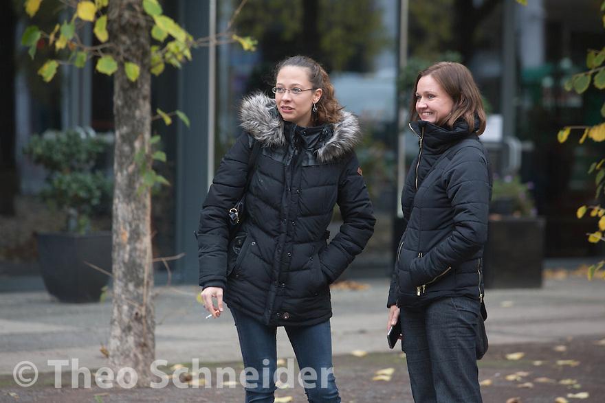 """Rechte Demo-Anmelderin Ester Seitz (links). // Konferenz des extrem rechten Compact-Magazin unter dem Titel """"Offensive zur Rettung der Meinungsfreiheit"""" im Halong-Hotel in Berlin."""
