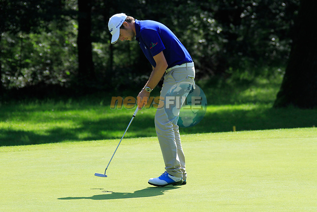 Simon Thornton (IRL) sinks his putt on the 5th green during Day 2 of the BMW Italian Open at Royal Park I Roveri, Turin, Italy, 10th June 2011 (Photo Eoin Clarke/Golffile 2011)