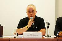 CURITIBA, PR, 09.11.2016 - LAVA JATO-PR -   Carlos Fernando, Procurador da força-tarefa Lava Jato do Ministério Público Federal (MPF-PR) recebe jornalistas na tarde desta quarta-feira (9), no auditório da Procuradoria da República no Paraná (PR/PR), para falar sobre projeto de lei que modifica as regras de acordos de leniência na Lei de Improbidade Administrativa. O projeto de autoria do líder do governo na Câmara dos Deputados, André Moura (PSC-SE), deve ser colocado em regime de urgência ainda nesta semana. (Foto: Paulo Lisboa/Brazil Photo Press)