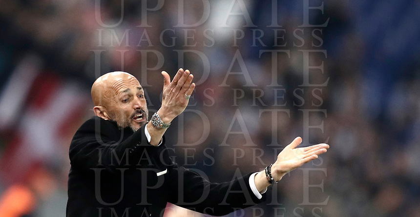 Football Soccer: Europa League Round of 16 second leg, Roma-Lyon, stadio Olimpico, Roma, Italy, March 16,  2017. <br /> Roma's coach Luciano Spalletti gestures during the Europe League football soccer match between Roma and Lyon at the Olympique stadium, March 16,  2017. <br /> Despite losing 2-1, Lyon reach the quarter finals for 5-4 aggregate win.<br /> UPDATE IMAGES PRESS/Isabella Bonotto