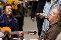 Répétition ouverte aux médias pour<br />  le spectacle de la série Les Week-ends Pop de l'OSM, en présence des artistes:<br /> Luck Mervil (a gauche), <br /> Le chef d'orchestre et arrangeur pour ce spectacle, Guy Saint-Onge,  au tambour (a droite)<br /> <br /> Photos : (c) 2007 Pierre Roussel