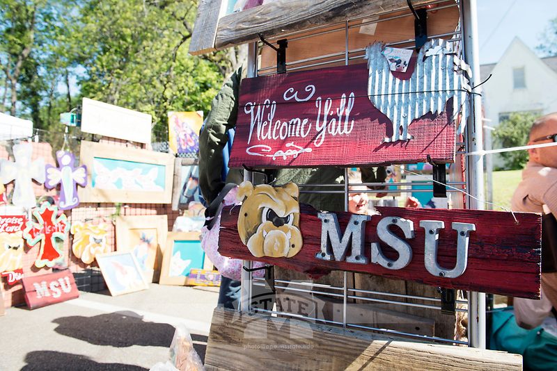 Cotton District Arts Festival - Super Bulldog Weekend. Artist booth.<br />  (photo by Megan Bean / &copy; Mississippi State University)
