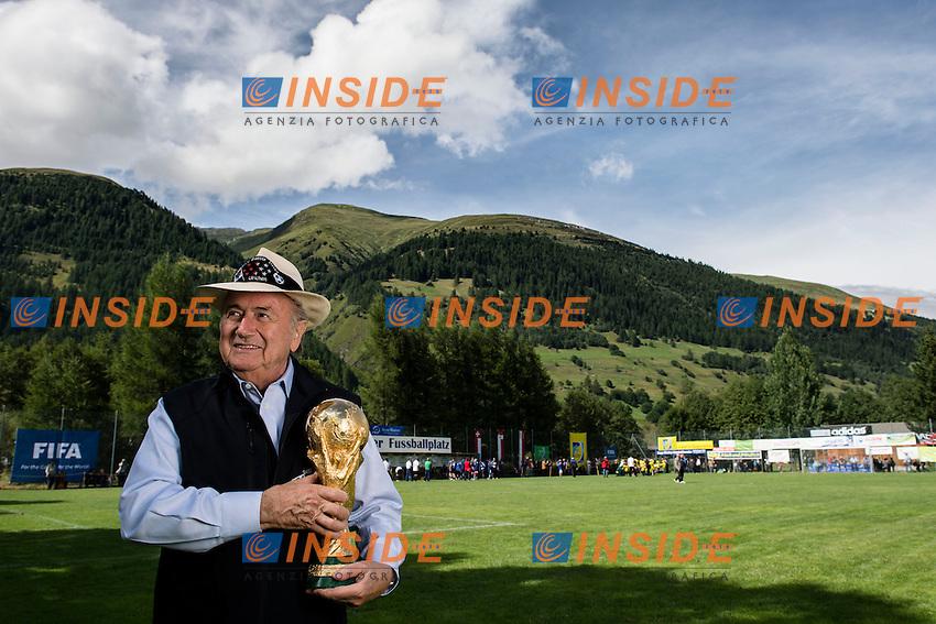 25.08.2013; Ulrichen<br /> Calcio <br /> Sepp Blatter presidente FIFA con la Coppa del Mondo <br /> Valeriano Di Domenico/freshfocus/Insidefoto
