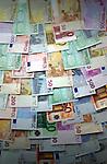 Verzameling europese bankbiljetten van 5, vijf euro, 10, tien euro, 20 twintig euro, 50 vijftig euro, 200 tweehonderd euro en 500 vijfhonderd euro. COPYRIGHT TON BORSBOOM