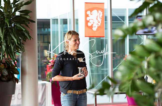 AMSTERDAM - Henriette van Aalderen (KNHB) tijdens KNHB Symposium Train de Trainer, voor trainer, coach , begeleider binnen het aangepaste hockey. Dit alles in het Ronald MacDonald Centre in Amsterdam. COPYRIGHT KOEN SUYK