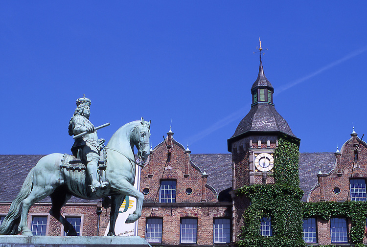 Europe, DEU, Germany, Northrhine Westphalia, Rhineland, Lower Rhine, Dusseldorf, Old town, City hall, Jan-Wellem Monument....[ For each utilisation of my images my General Terms and Conditions are mandatory. Usage only against use message and proof. Download of my General Terms and Conditions under http://www.image-box.com or ask for sending. A clearance before usage is necessary...Material is subject to royalties. Each utilisation of my images is subject to a fee in accordance to the present valid MFM-List...Contact   archive@image-box.com   www.image-box.com ]