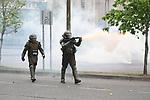 AME8560. CONCEPCIÓN (CHILE), 31/10/2019.- Fuerzas especiales de Carabineros intentan disipar a manifestantes que se toman las calles durante el décimo tercer día de protestas contra el Gobierno, este jueves en Concepción (Chile). EFE/ Diego Ibacache