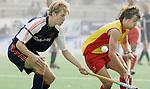 Champions Trophy Hockey mannen Nederland-Spanje 4-2. Nick Meijer in duel met Santiago Freixa van Spanje.