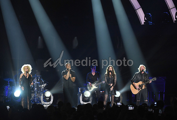 07 June 2017 - Nashville, Tennessee - Kimberly Schlapman, Jimi Westbrook, Karen Fairchild, Philip Sweet of Little Big Town. 2017 CMT Music Awards held at Music City Center. Photo Credit: Laura Farr/AdMedia