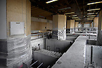 AMSTERDAM - Een serie betonnen balken ondersteunen de pilaren van het Centraal Station in Amsterdam zodat later op grote diepte betonnen tunnelelementen onder het station geschoven kunnen worden en de Noordzuidlijn daarin aangelegd kan worden.COPYRIGHT TON BORSBOOM