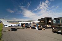 4415 / Logistik: AMERIKA, VEREINIGTE STAATEN VON AMERIKA, NEVADA,  (AMERICA, UNITED STATES OF AMERICA), 24.07.2006: UPS Logistik in USA, Paket Versand mit einmotorigen Luftfahrtzeugen in der Wueste von Nevada