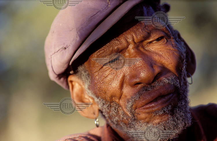 © Paul Weinberg / Panos Pictures..San Bushman clan leader in the settlement at Molapo, Botswana, before the removals.