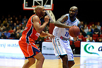 GRONINGEN -  Basketbal, Donar - New Heroes Den Bosch, Martiniplaza, Dutch Basketbal League, seizoen 2018-2019,  26-01-2019, Donar speler LaRon Dendy met Den Bosch speler Jonathan Williams