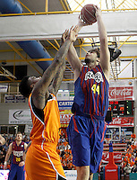 Mad-Croc Fuenlabrada's Charles Garcia (l) and FC Barcelona Regal's   Ante Tomic  during Liga Endesa ACB match.November 18,2012. (ALTERPHOTOS/Acero) NortePhoto