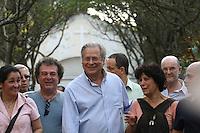 SAO PAULO, SP, 14.09.2013 -O ex ministro José Dirceu comparece ao velório do corpo do ex-ministro Luiz Gushiken, no Cemitério Redenção, na região oeste da capital paulista, na manhã deste sábado (14). Gushiken morreu na noite de ontem (13), no Hospital Sírio-Libanês, onde estava internado em estado grave para tratar de um câncer. O enterro está confirmado para às 16h. (Foto: Mauricio Camargo / Brazil Photo Press).