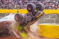 """SÃO PAULO, SP, 15.12.2018 – MONSTER JAM –Monster Jam, na Arena Corinthians, zona leste de São Paulo (SP), neste sábado (15). Veículos conhecidos como """"Big Foot"""", que são customizados para esse tipo de competição e conseguem fazer manobras radicais, por conta dos pneus especiais que podem chegar a mais de 1 metro de altura. (Foto: Danilo Fernandes/Brazil Photo Press)"""