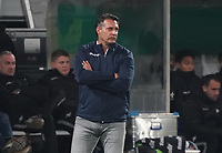 Trainer Alois Schwartz(Karlsruher SC) - 29.10.2019: SV Darmstadt 98 vs. Karlsruher SC, Stadion am Boellenfalltor, 2. Runde DFB-Pokal<br /> DISCLAIMER: <br /> DFL regulations prohibit any use of photographs as image sequences and/or quasi-video.