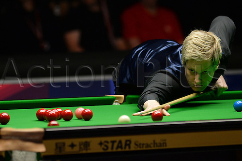 21.02.2016. Cardiff Arena, Cardiff, Wales. Bet Victor Welsh Open Snooker. Ronnie O'Sullivan versus Neil Robertson. Neil Robertson pots a red.