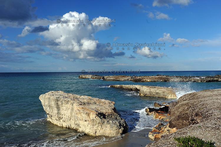 MAR 2013, Puglia, Salento, litorale di Torre Specchia.MAR  2013, Apulia, Salento, Torre Specchia waterfront