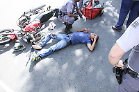 São Paulo 19 de Fevereiro de 2014 Um assaltante foi baleado após matar um comerciante na Rua Lino Coutinho alt 1969 ,no Bairro do Ipiranga   ao fugir roubou um taxi e foi perseguido  por um policial a paisana que  acabou acertando ele na Rua Lucas Obes x Rua Do Manifesto.Fotos Carlos Pessuto/Brazil Photo Press.