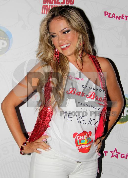 SAO PAULO,SP, 01 DE FEVEREIRO 2012. APRESENTACAO MADRINHA DO CAMAROTE BAR BRAHMA. A atriz Ellen Rocche, em sua apresentacao como madrinha do camarote Bar Brahma, no carnaval de SP.  Na noite desta quarta-feira, no bar Brahma, regiao central de SP. (FOTO: MILENE CARDOSO- NEWS FREE)