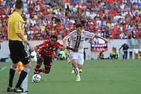 RIO DE JANEIRO, 11.05.2014 -  Wágner do Fluminense e Luiz Antonio do Flamengo durante o jogo pela quarta rodada do Campeonato Brasileiro disputado neste domingo no Maracanã. (Foto: Néstor J. Beremblum / Brazil Photo Press)